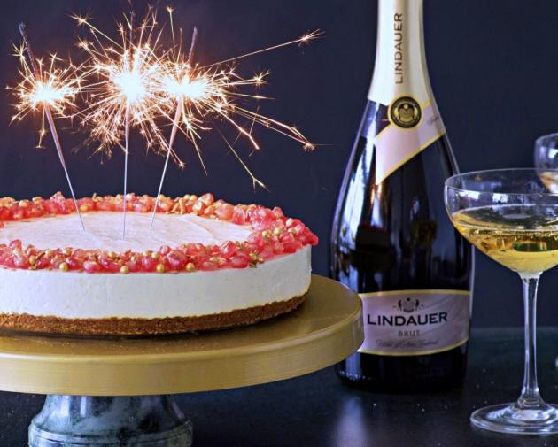 Uudenvuoden kakku: Näyttävä skumppa-säihkekakku